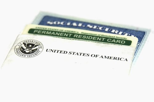 2 Differences Between Permanent residency and citizenship