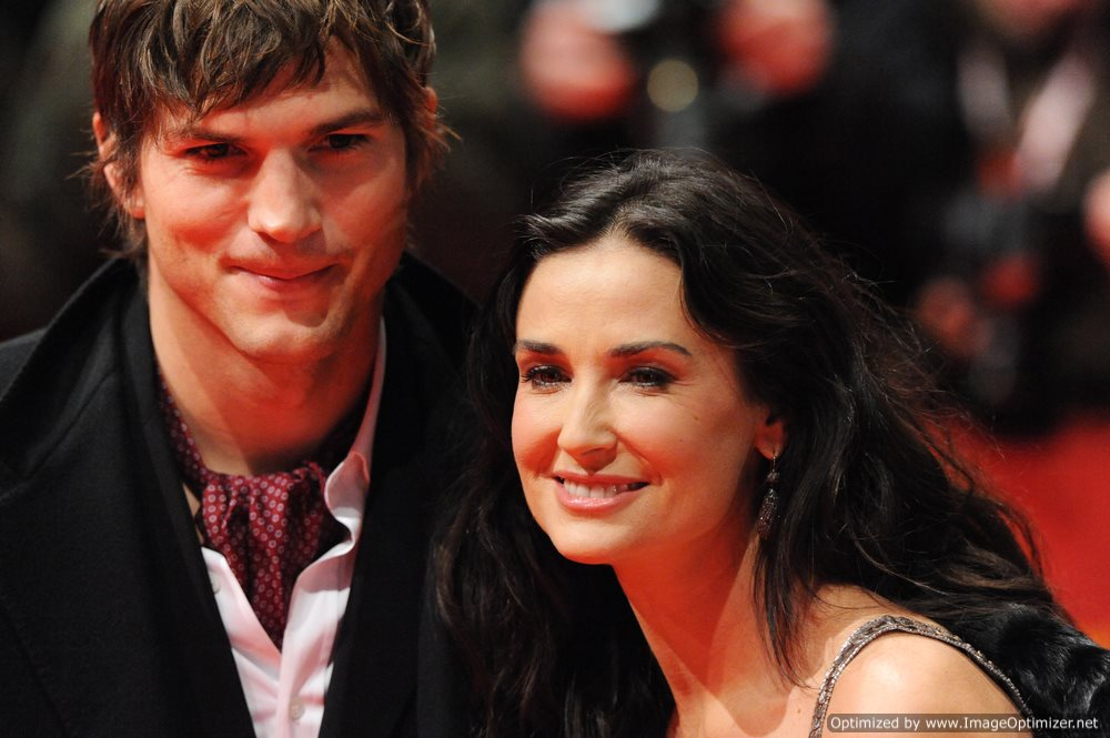 Demi Moore to Divorce Ashton Kucher?