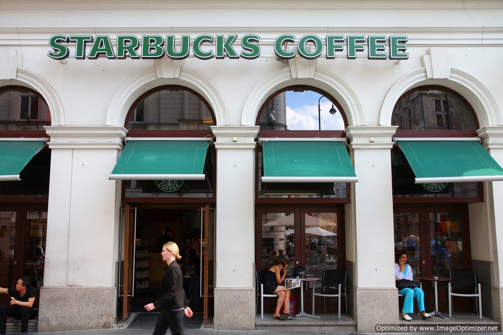 Starbuck's CEO Doubles Down on Gay-Marriage Support